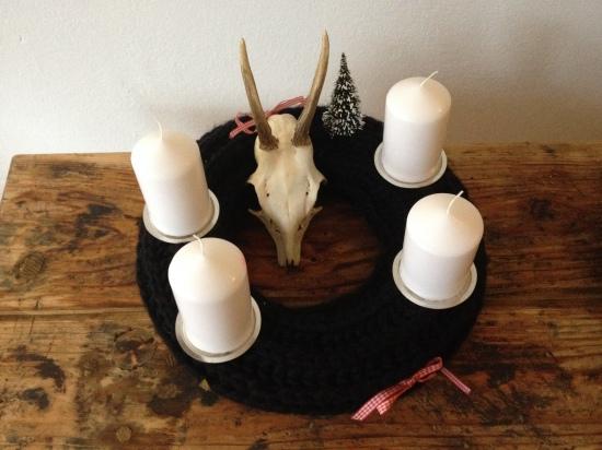 AdventskranzSchwarz Böckchen 4 Kerzen