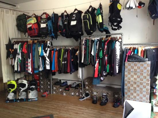 Rucksäcke, Schuhe, Jerseys, Shorts